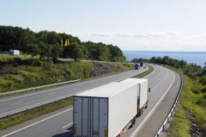 Global Locator Systems | Semi Truck driving down highway while being tracking with a GPS tracker